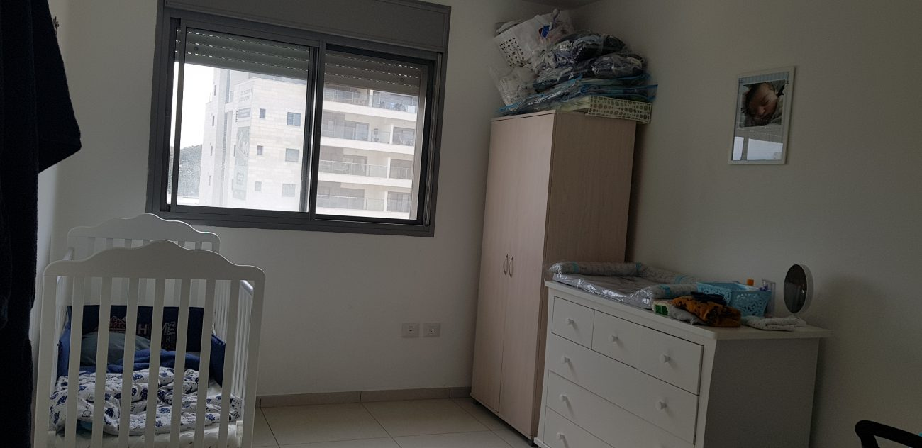 להשכרה דירת 4 חדרים